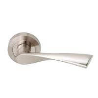 Juego de manivelas de aluminio modelo Ola acabado en niquel satinado
