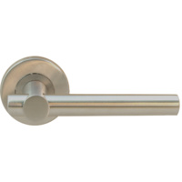 Manivela puerta con maneta recta y cruce en angulo recto pasante.